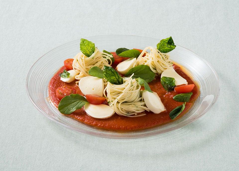 カッペリーニ バジルとモッツァレラチーズのトマトのソース