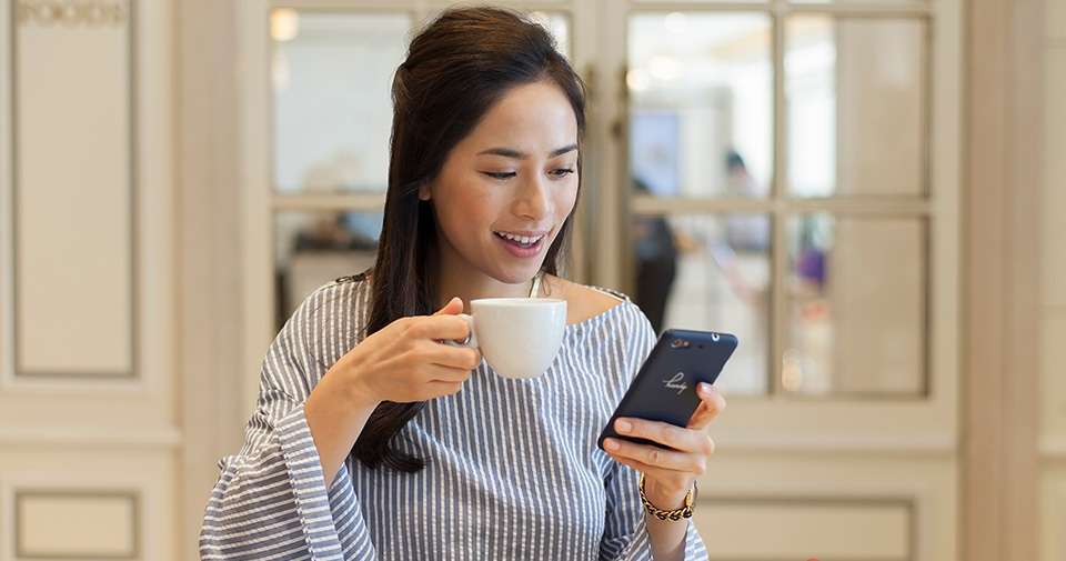 スマートフォン無料レンタルサービス ご滞在期間中、無料でご利用いただけるスマートフォン「handy」を全客室にご用意いたします。