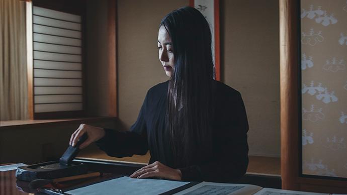 #02 書家 川尾 朋子