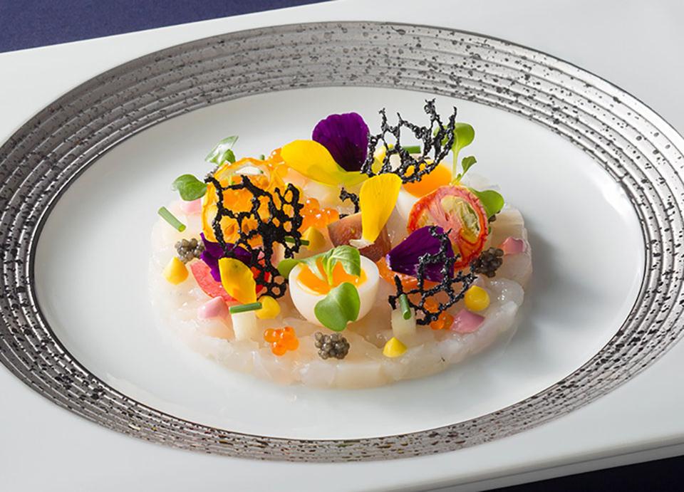 いろいろな味と食感で キャビア・魚介類・トマトのマリアージュ イメージ