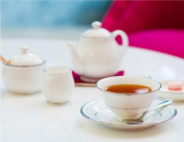 香り高い紅茶とともに、お気に入りのスイーツを