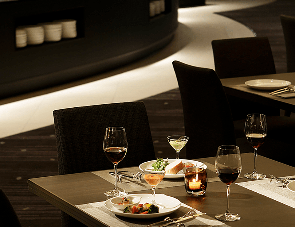 シェフこだわりの料理とワインを愉しむ、 シックな大人のための美食空間