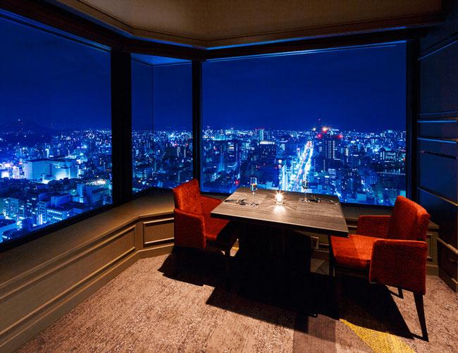 ホテル最上階33階からの夜景が彩る、 特別なひととき