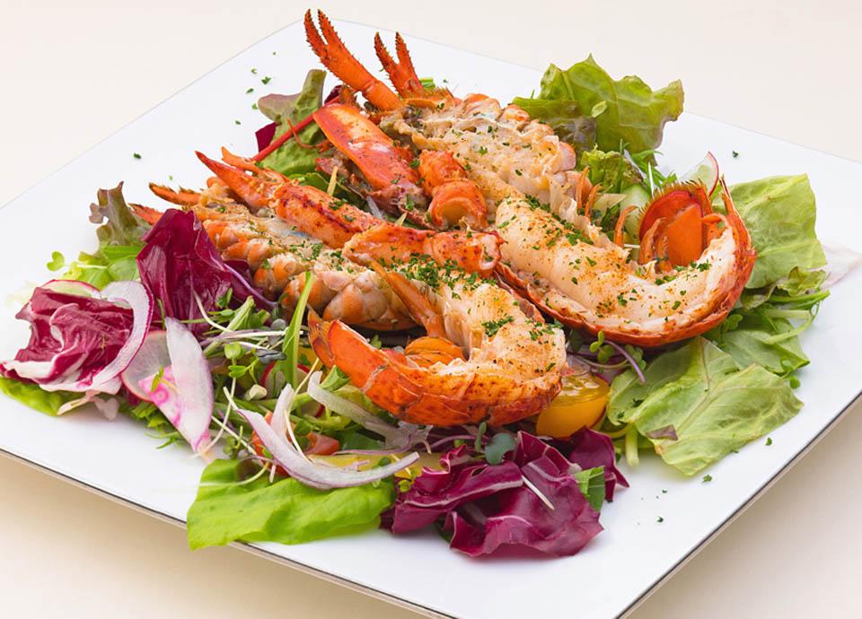 オマール海老の殻焼き サラダ イメージ(1・2月メニュー)