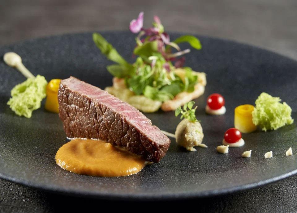 国産牛フィレ肉のポワレ ラタトゥイユのデクリネゾンとピマン・デスプレット(+¥2,178)