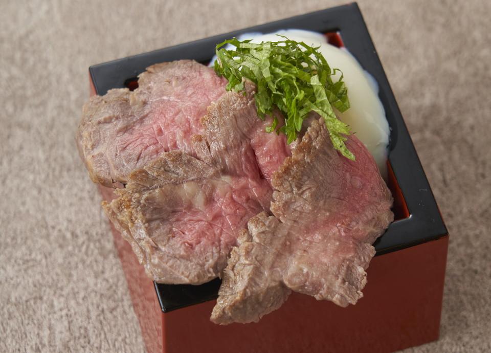 牛ロース肉(ニュージーランド産)のローストビーフ丼 ウニ醤油