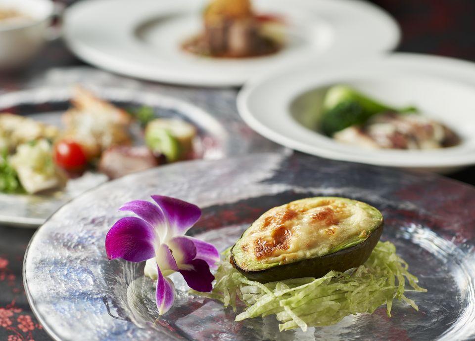 美味しいお酒とともに本格派広東料理をお楽しみいただけます(料理イメージ)