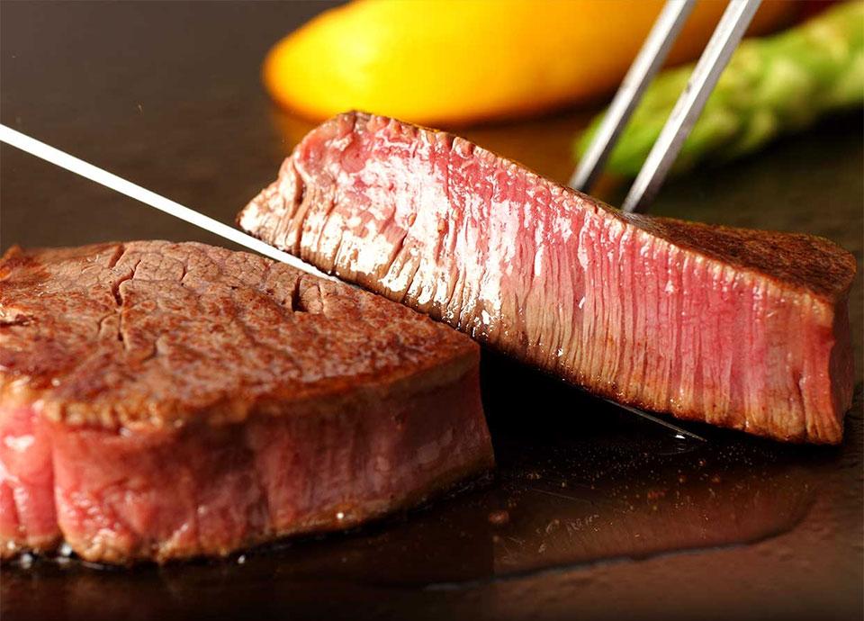 【ナイトビュー&黒毛和牛】<br>煌びやかな夜景と豪華食材を<br>目の前で仕上げる贅沢ディナー