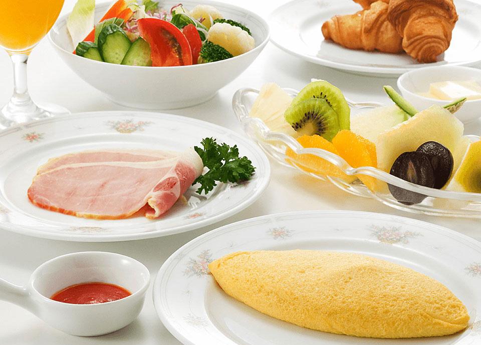 朝食<br class='sp_only'>ルームサービス タワーフロア宿泊者限定のサービス。出来立てのご朝食を<br class='sp_only'>お部屋へご用意