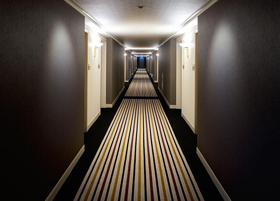 伝統工芸を取り入れたデザイン 24・25階のフロアは<br>「小倉織」を採用