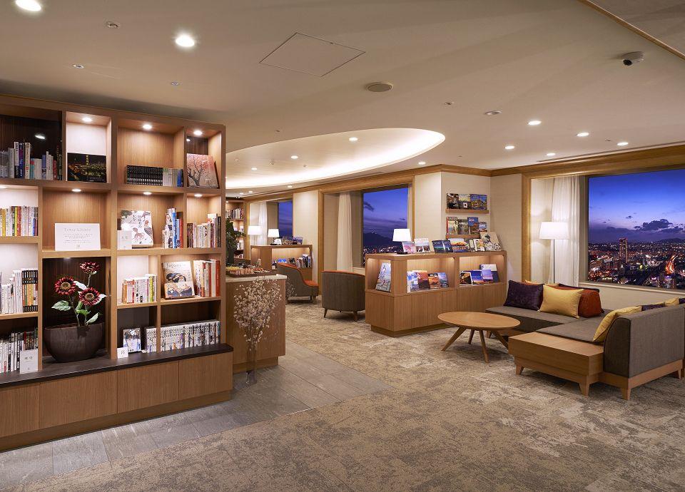 タワーご宿泊者専用施設「Tower Library」イメージ -地元の銘菓やブレンドコーヒーをご用意