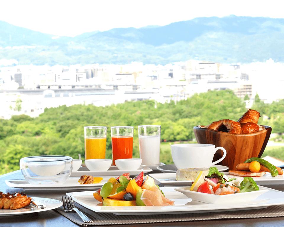 360度の古都の景色とともに楽しめる朝食