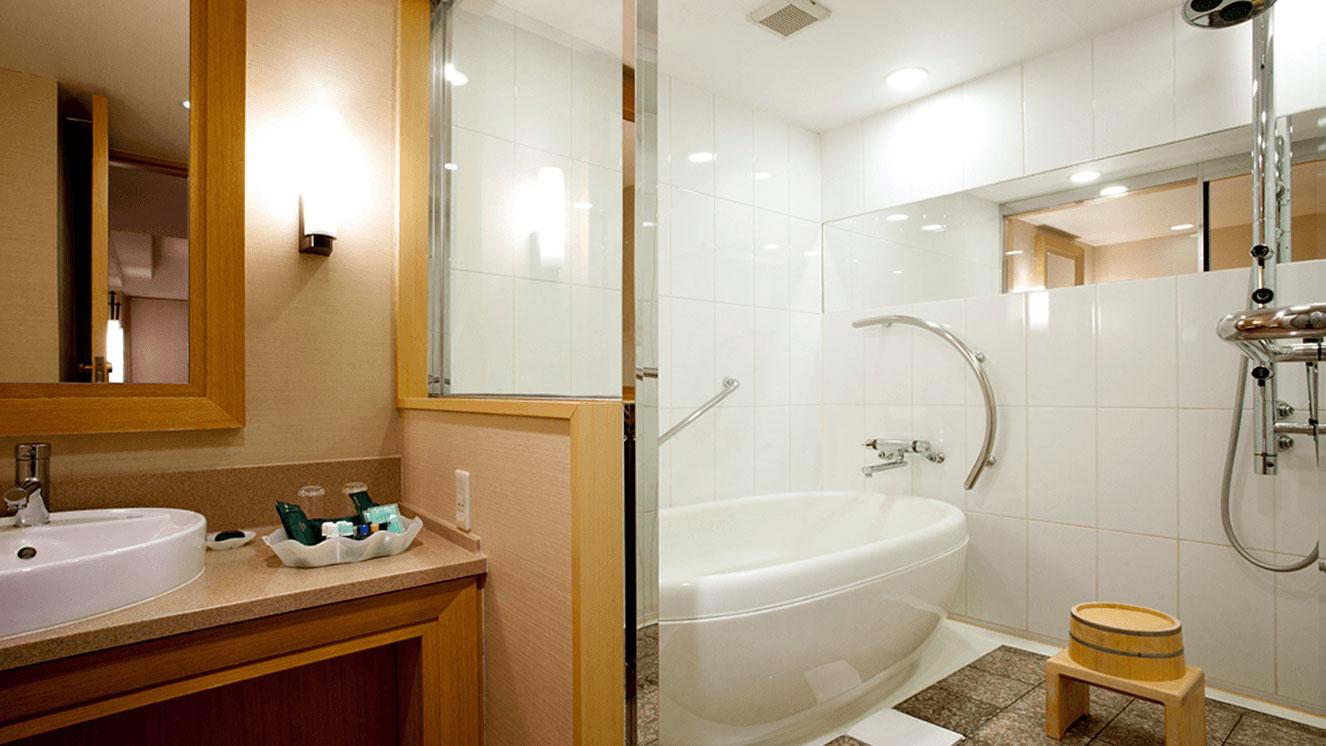洗い場付の広々としたバスルーム
