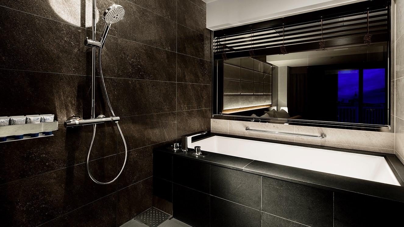 洗い場付の広々バスルーム