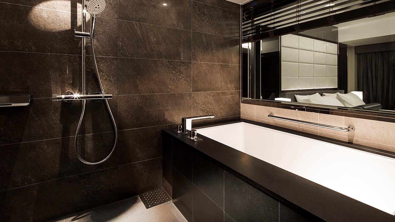 洗い場付の、広々としたバスルーム