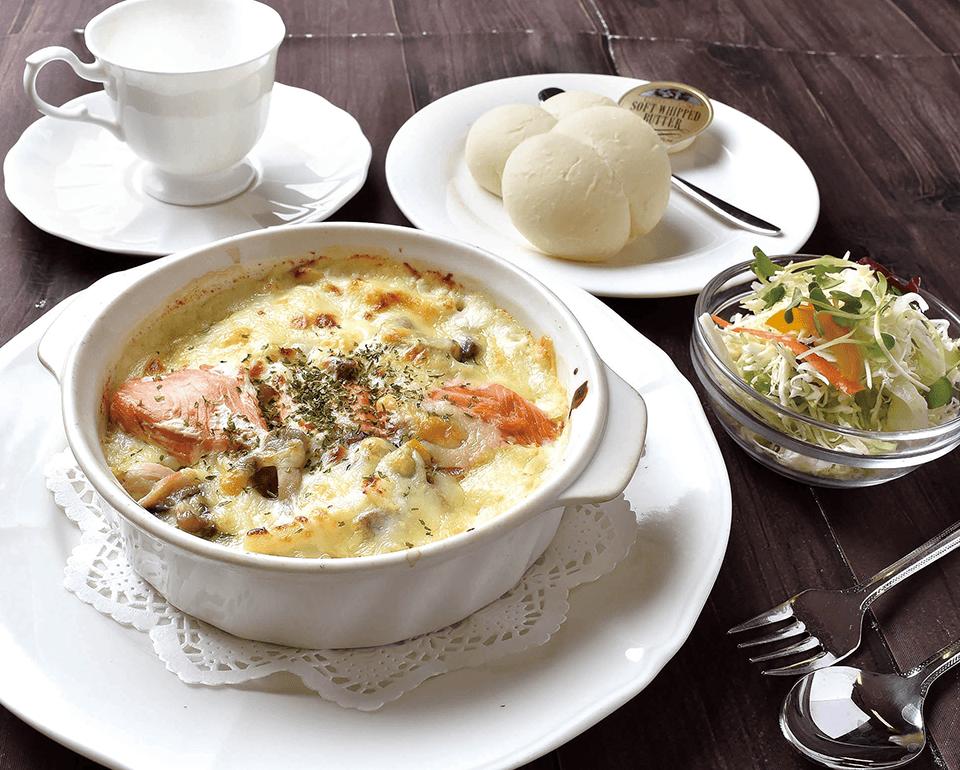 チーズの香り豊かな、アツアツのグラタンセット