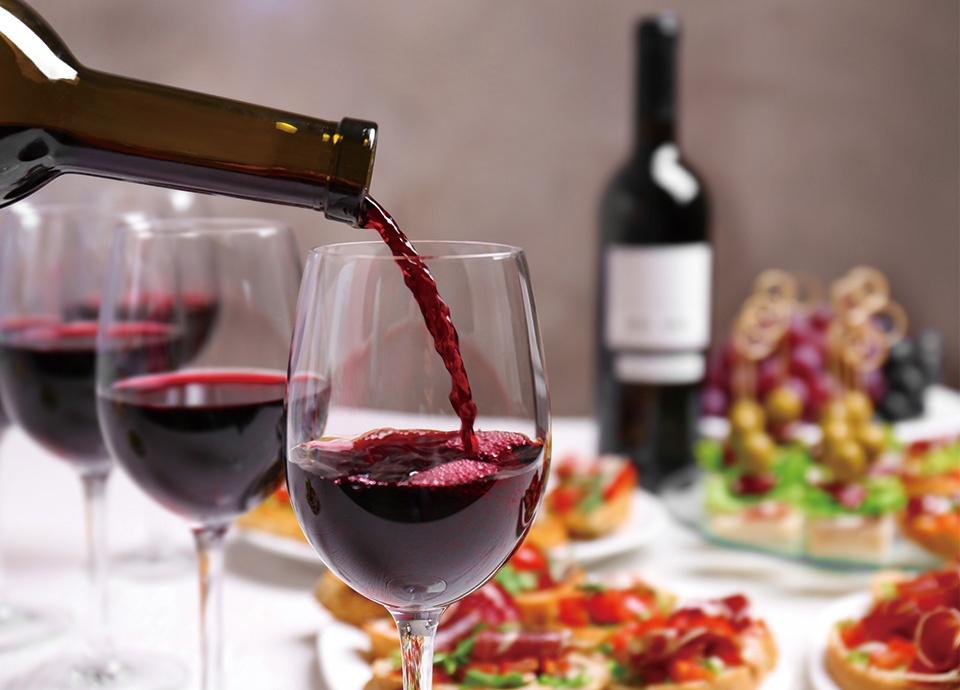 食卓を彩るワイン