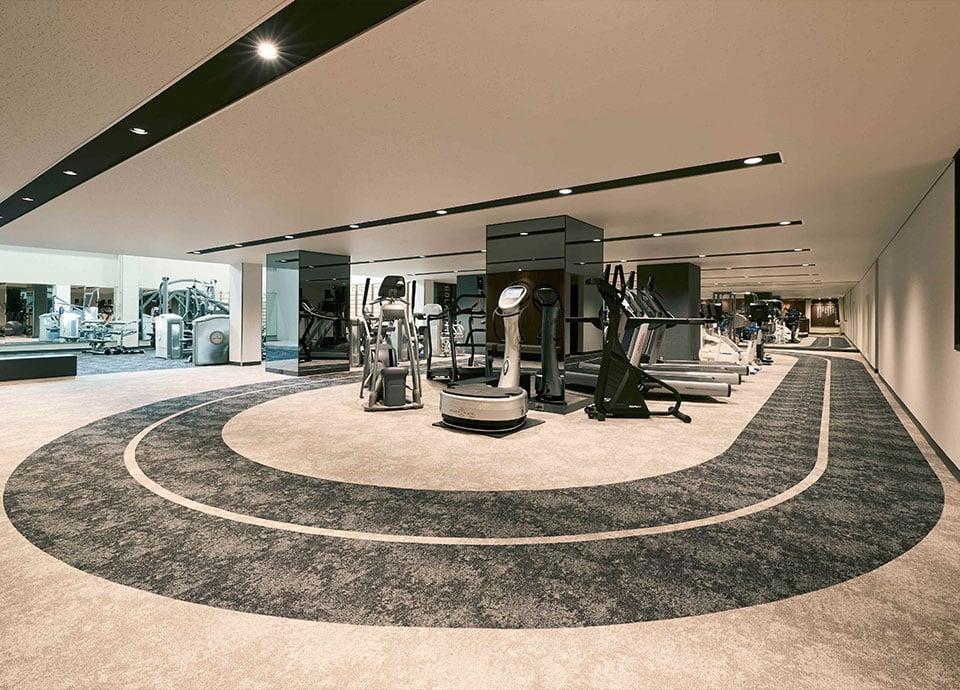 フィットネス・スポーツジム「ジムナジアム」のトレーニングマシンとトレーニングフィールド