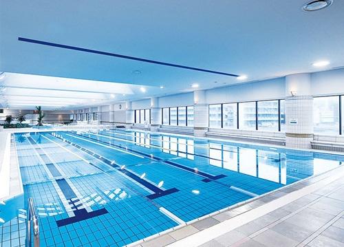 フィットネス・ロイヤルスイミングクラブの競泳プール