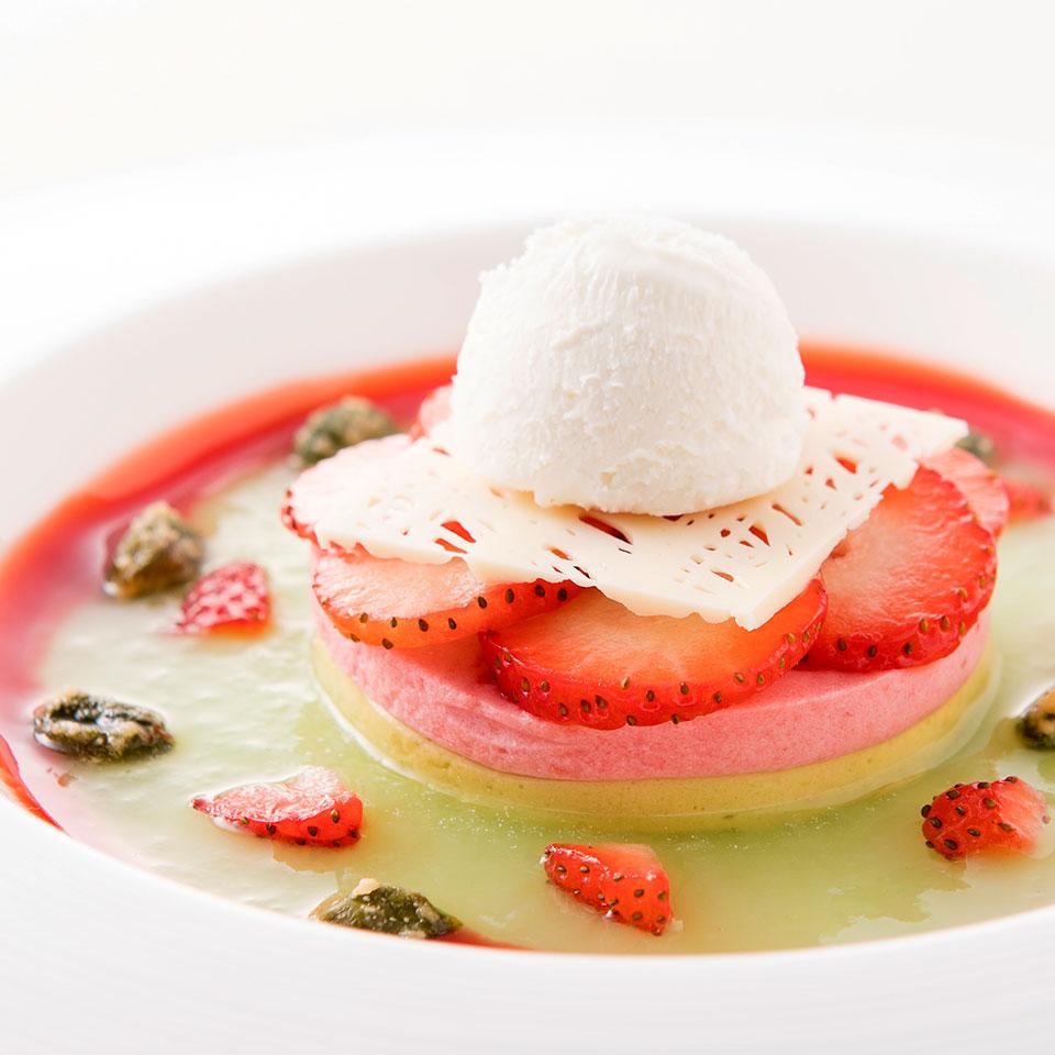 【オプション】苺とピスタチオのムース リュバーブと苺添え フロマージュブランのアイス