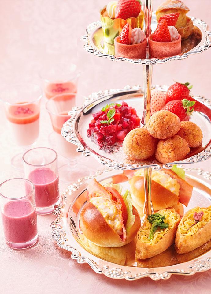 "BLT+エッグサンドウィッチ、ピンク・ケークサレ、赤いサラダ""ヴィネグレット""他"