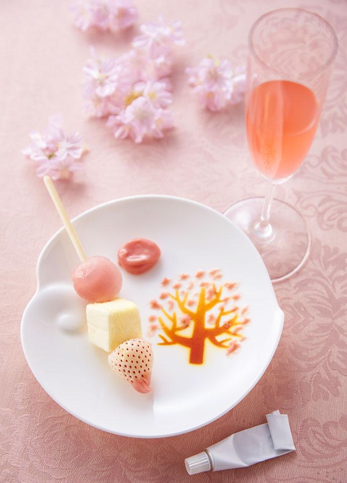 お絵描きパレットと苺のブロシェット