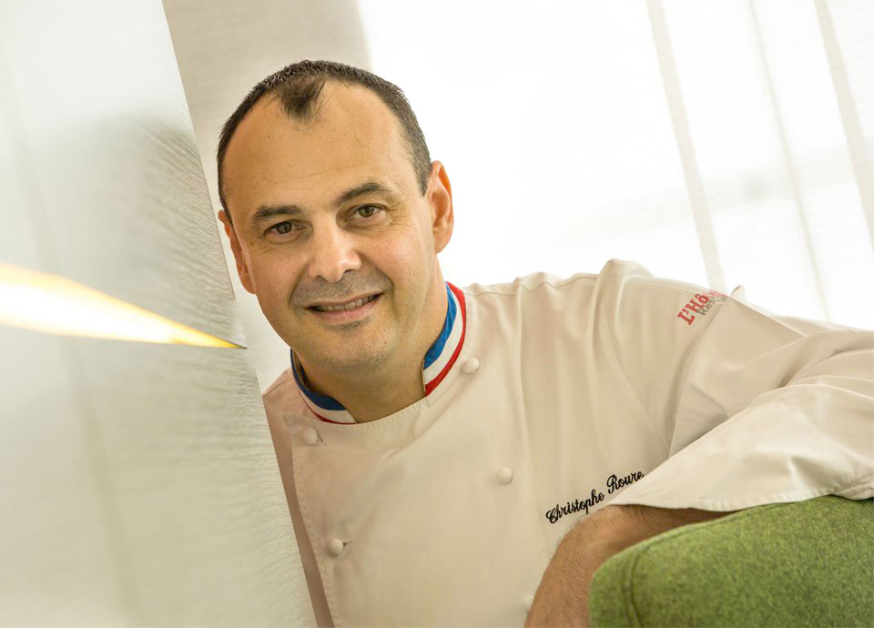 <span class='hp_fzSmall'>世界の名店の味にあえる、ガストロノミックフェア<br>フランス料理の名店 ミシュラン2ツ星 リヨン「ル・ヌヴィエム・アール」オーナーシェフ</span><br>  クリストフ・ルール氏を招いて
