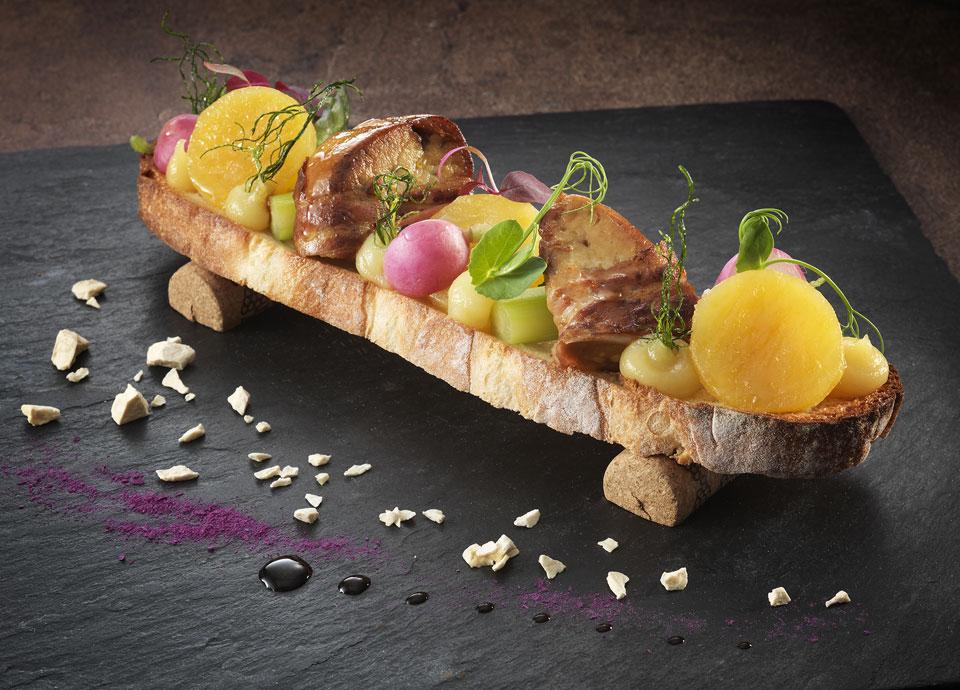 茨城県産干し芋・フォワグラのパンチェッタ巻きサルタートブルスケッタ仕立て ヴィンコットのアクセント