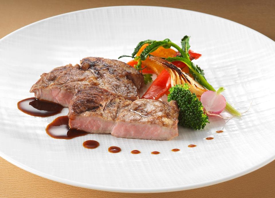 鹿児島県産黒豚肩ロース肉のグリリア焼き野菜添え単品