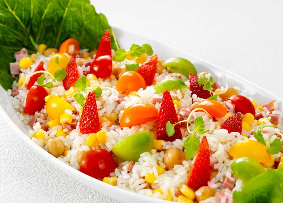 カラフルトマトと苺のライスサラダ