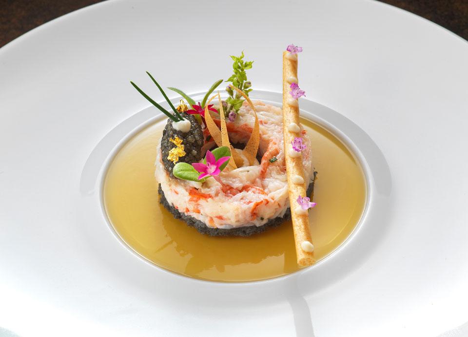 ズワイ蟹のエフィロシェ キャビアと蟹のコンソメジュレ 百合根のクリーム
