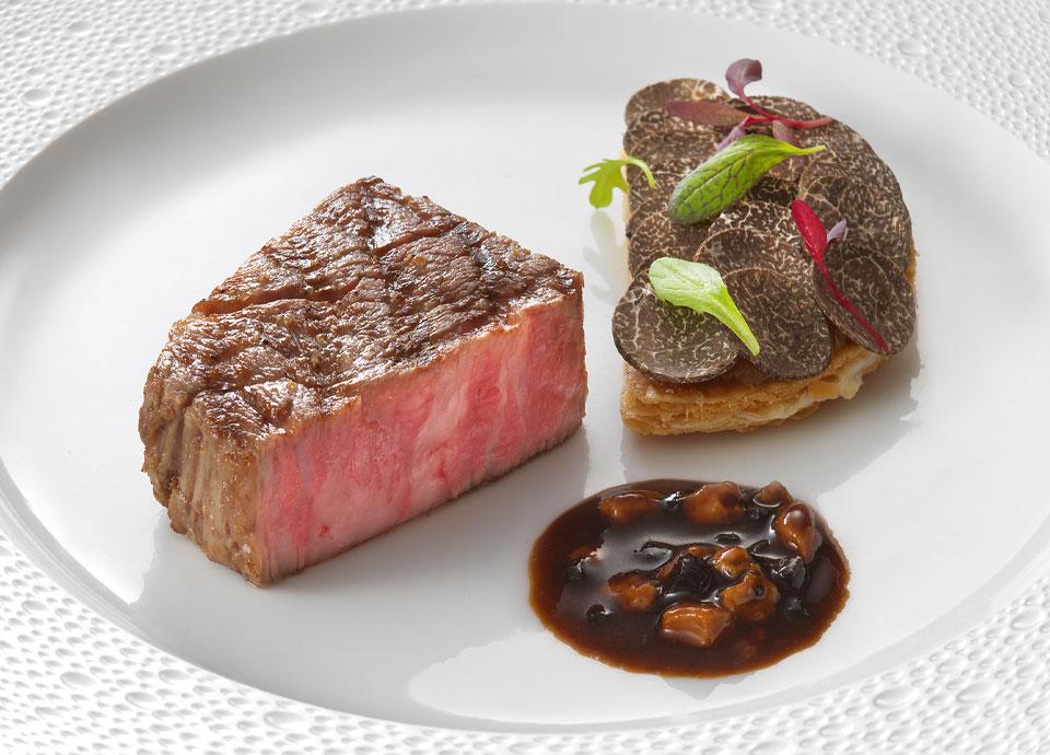 極上黒毛和牛フィレ肉のグリエと黒トリュフのガレット ソースペリグールディーヌ