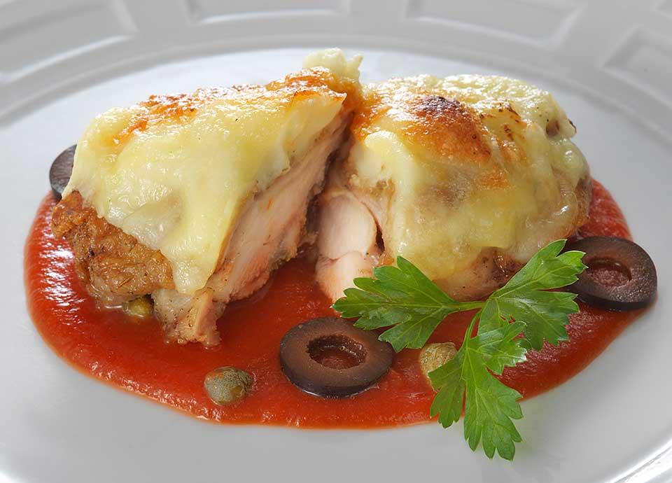 チキンとポテトのチーズ焼き&南仏風トマトソース