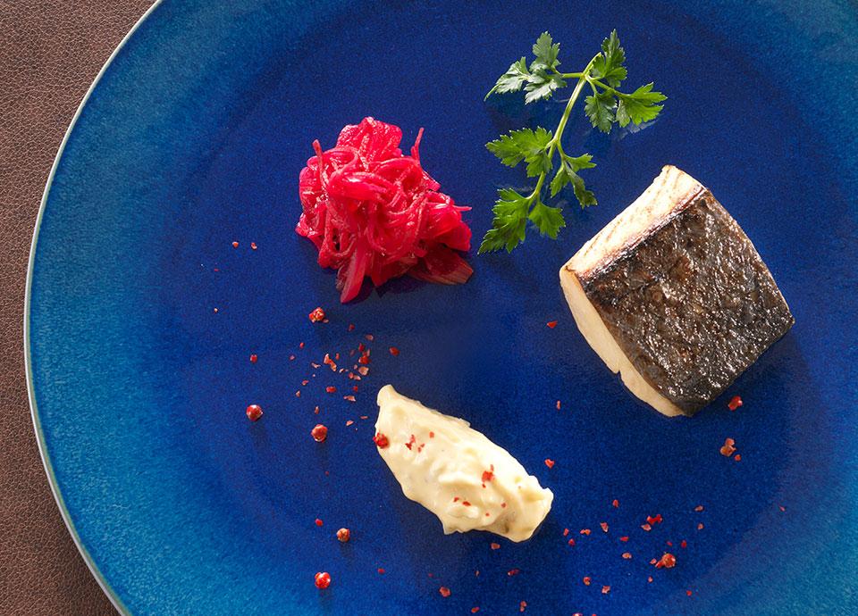 サワラのオーブン焼きバジルの香り レモン風味のタルタルソース