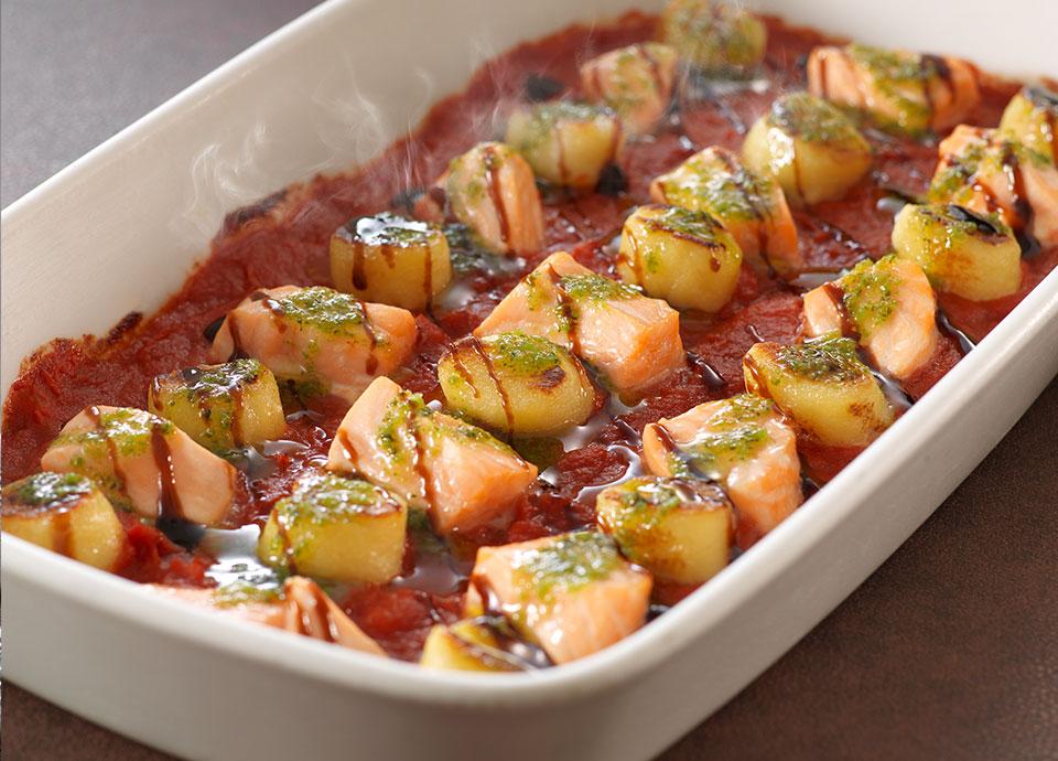 サーモン&ジャガイモのニョッキ トマト&ガーリックハーブバターソース