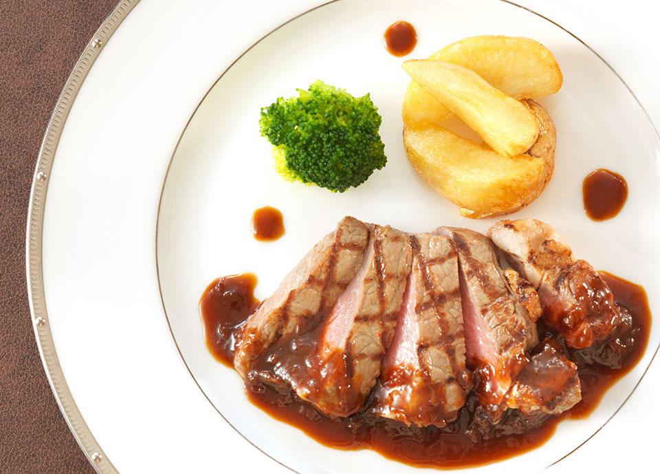 牛ロース肉のグリエ <br class='pc_only'>リヨネーズソース<br>(+¥1,000)