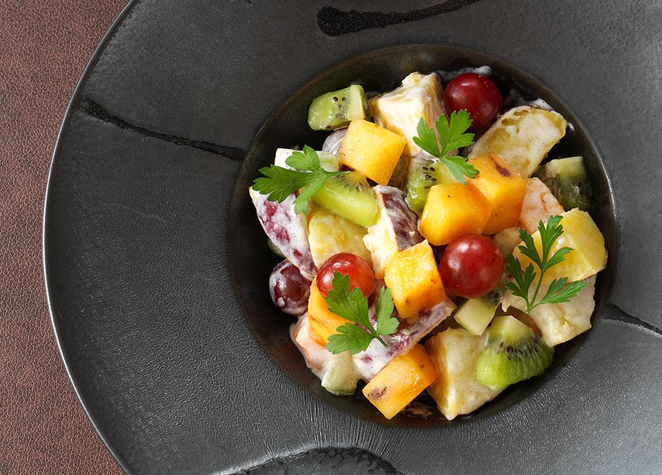 さつま芋とフルーツのサラダ ヨーグルトドレッシング