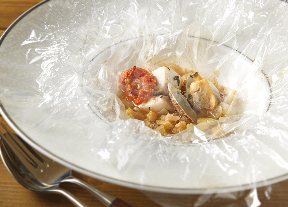 白身魚・アサリ・白いラタトュイユのフィルム包み焼き
