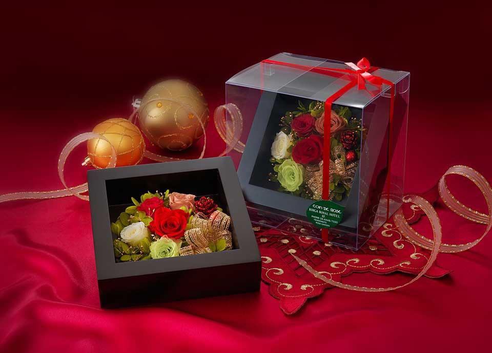 ふたりのクリスマス~ホテル特製クリスマスケーキ&バラのプリザーブドフラワーギフト付~