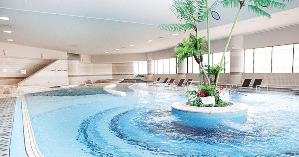 室内プール・サウナ スイミングクラブをご滞在中無料で利用可能