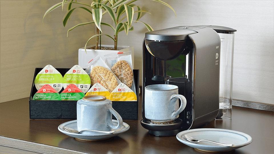 ウェルカムドリンク・スイーツ コーヒーマシンと、ホテル伝統のリーフパイ