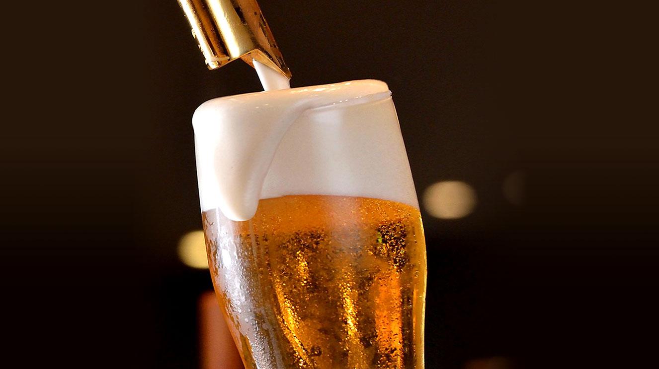 渇いた喉を潤すキリッと冷えた生ビール。