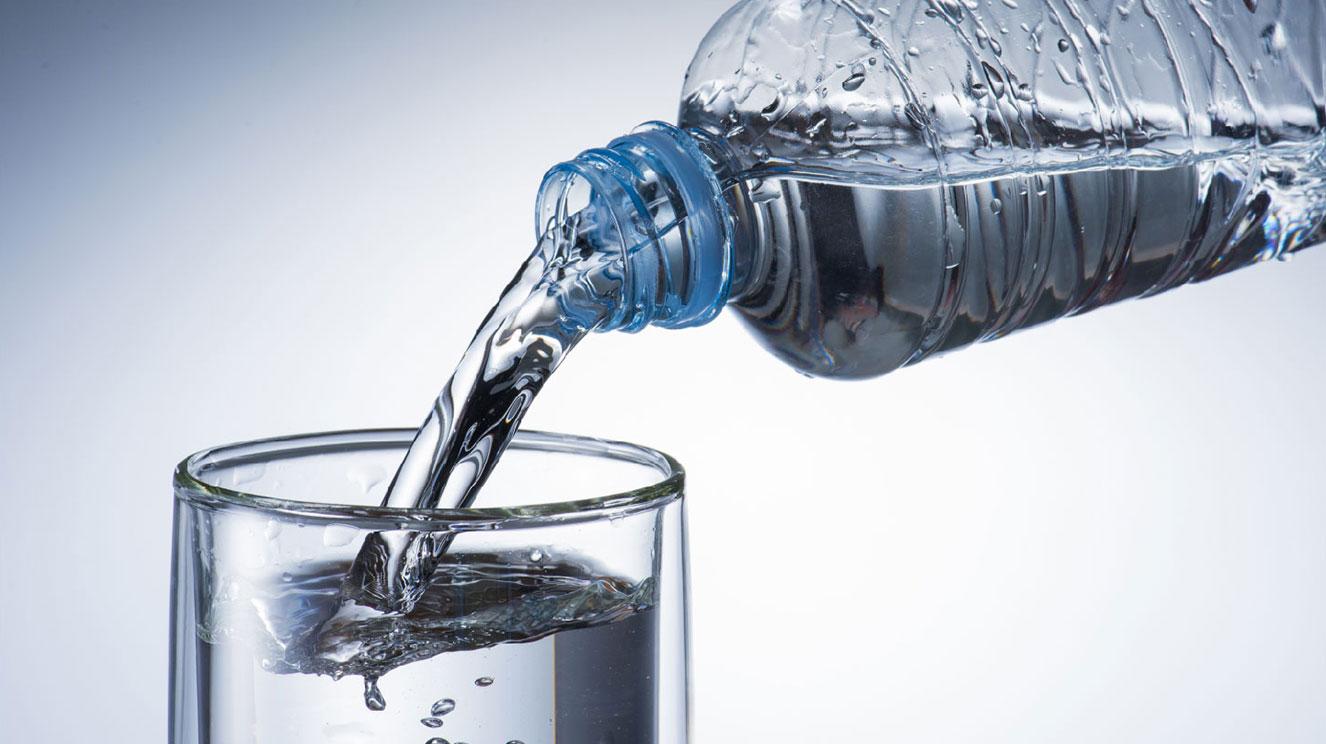 出張にうれしいミネラルウォーターの無料サービス。乾燥や入浴後の水分補給など、体の渇きに癒しを。