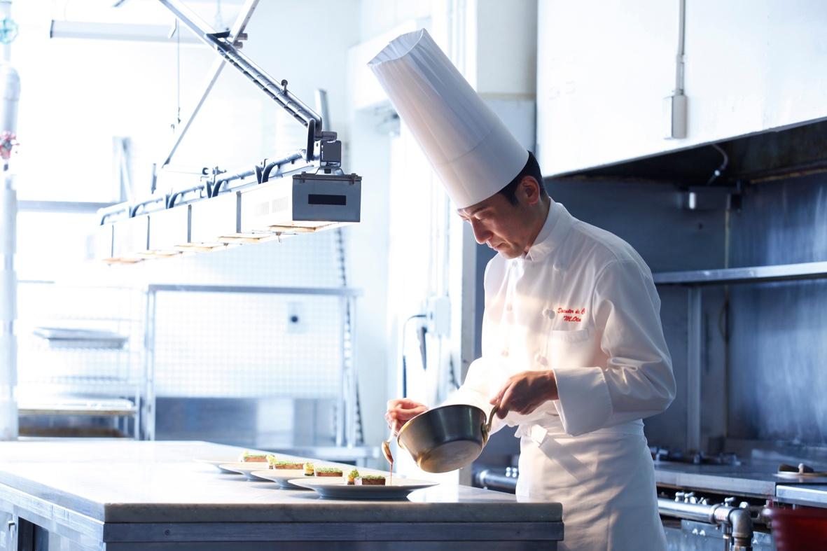 リーガロイヤルホテルグループ 統括総料理長 太田昌利による フランス共和国 農事功労章 シュヴァリエ受章記念ディナーイベント