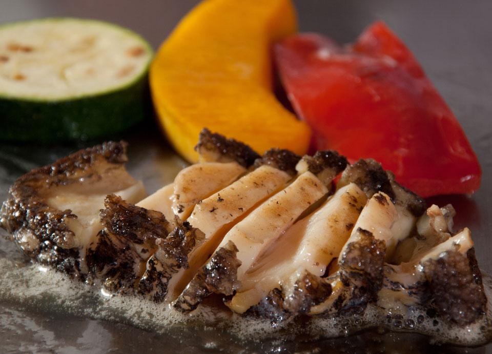 活アワビと国産牛フィレ肉のランチ