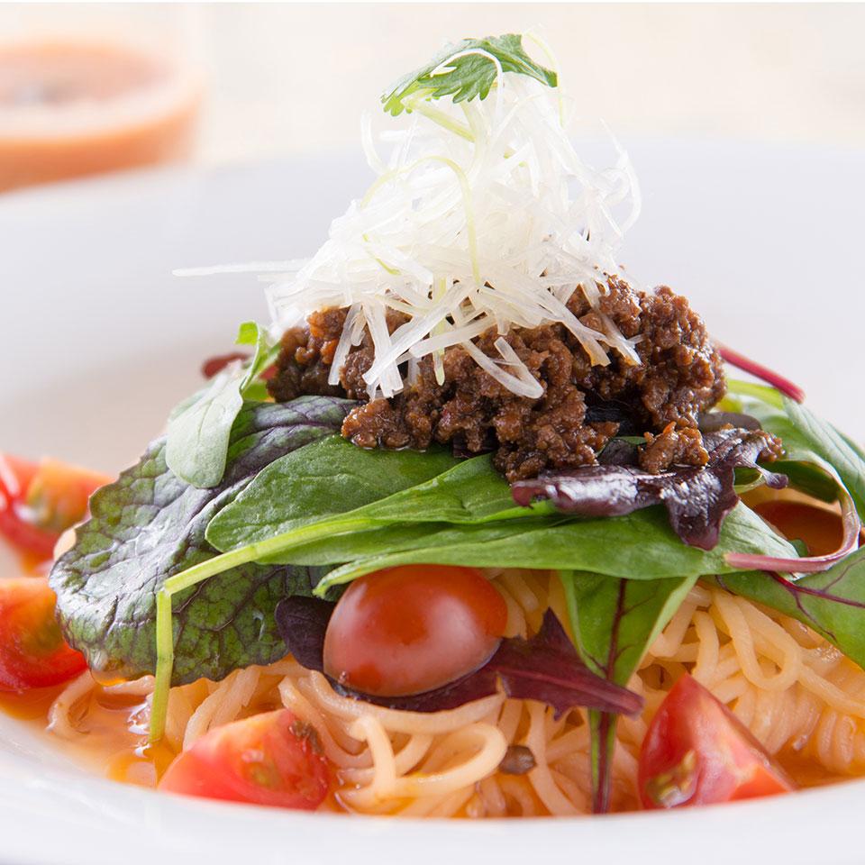 仙台黒毛和牛の肉味噌とデリシャストマトのサラダ涼麺
