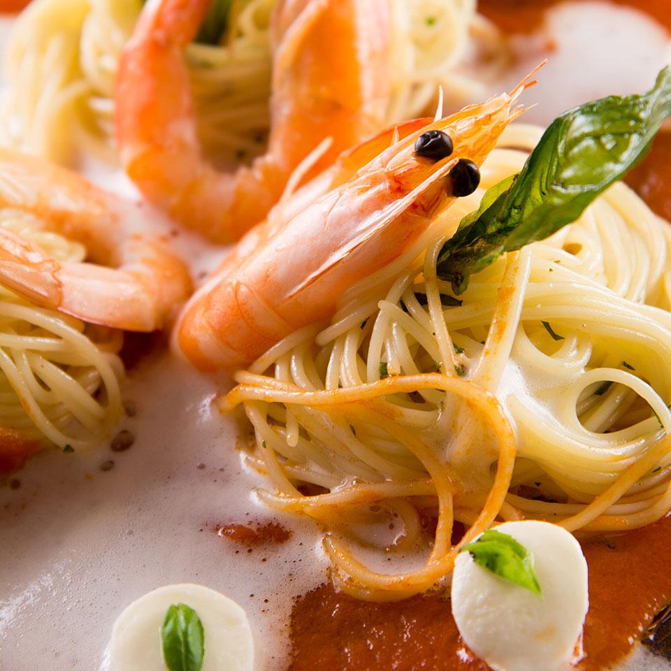 宮城県産トマトとフレッシュモッツァレラチーズのカッペリーニ