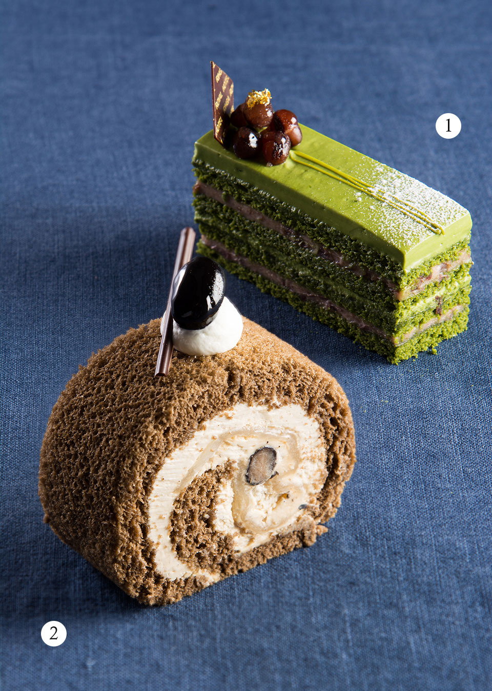 ①和束抹茶のオペラ ②和束ほうじ茶のロールケーキ