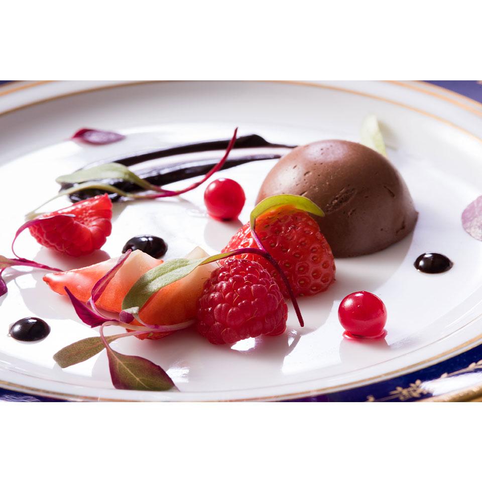 おひとり様ひと皿ご用意する 「苺とクレームショコラ バルサミコ酢ソース」