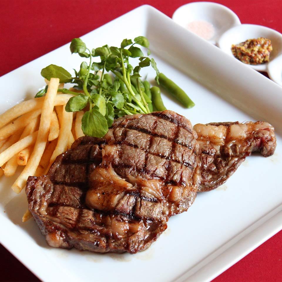 牛リブステーキ(200g)とフライドポテト